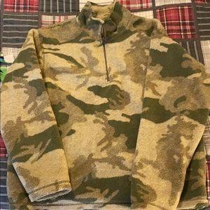 Cabelas nwot fleece lined camo pullover